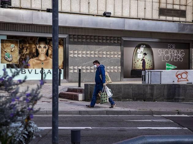 Barcelona suma sis setmanes d'augment de contagis