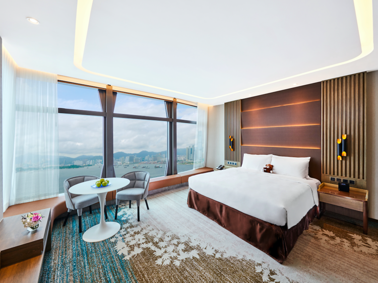 180-degree views of Victoria Harbour
