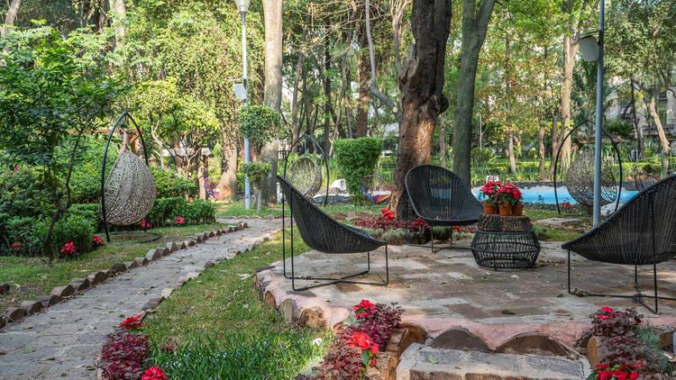 Jardín con sillas acapulco