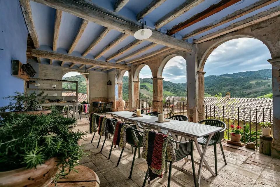 Airbnb, 11 masias