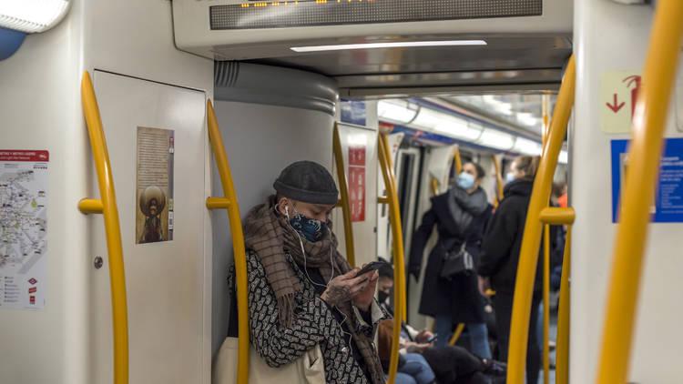 Metro de Madrid. Teléfono móvil