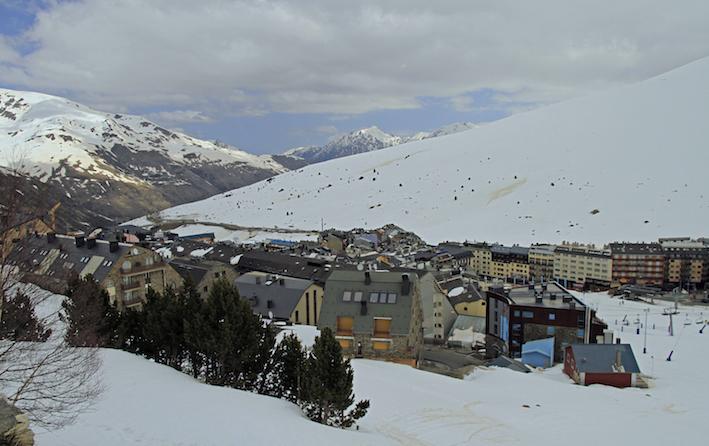 Pas de la Casa. Andorra nevada. Pista de esquí