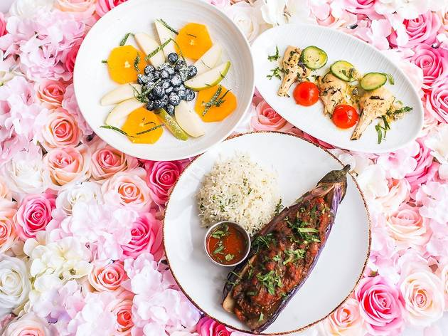 Pick up romantic Valentine's Day meals from these Chicago restaurants