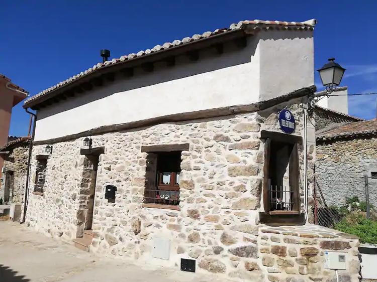 La casita de Teléfonos en Gargantilla de Lozoya