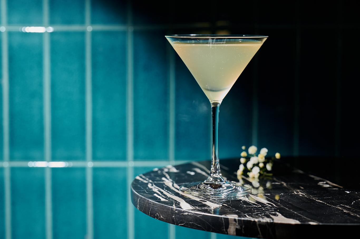 Bar de Luxe (H Code), Japanese bar