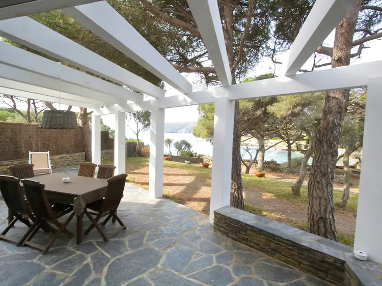Con jardín y camino directo a la playa, en Cadaqués