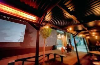 Syndicated sidewalk cinema