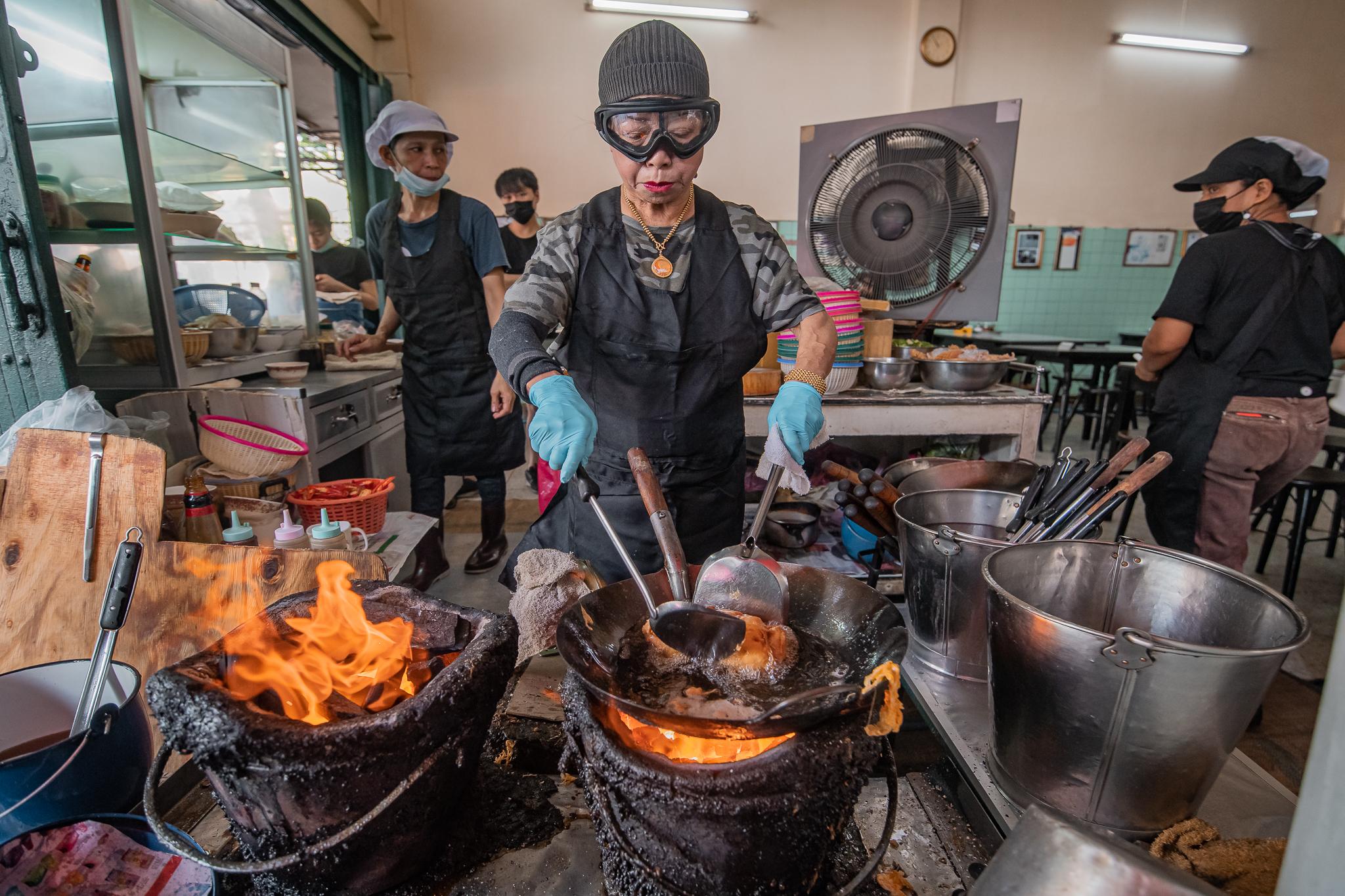 バンコクのローカル食堂、「アジアのベストレストラン」が功績を表彰
