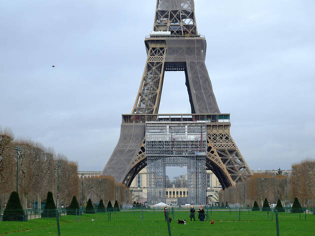 Eiffel Tower being repainted