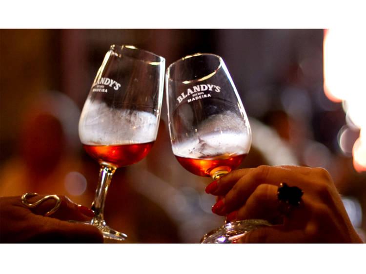 Oito bebidas para provar na Madeira