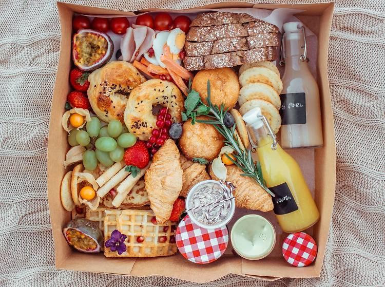 Seis espaços que entregam comida em caixas no Porto