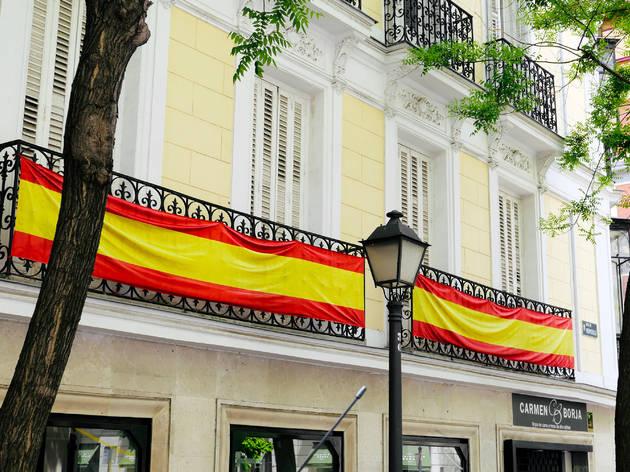 Bandera de España en un balcón de Madrid