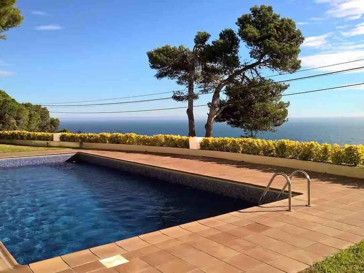 ¿Sant Feliu de Guíxols desde la playa o desde la piscina?