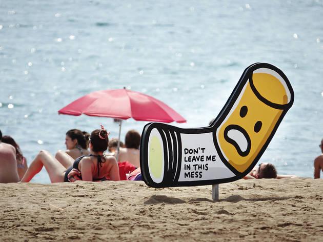 Prohibir el tabac a la platja serà una prova pilot