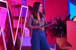 Retrato de una mujer en escenario