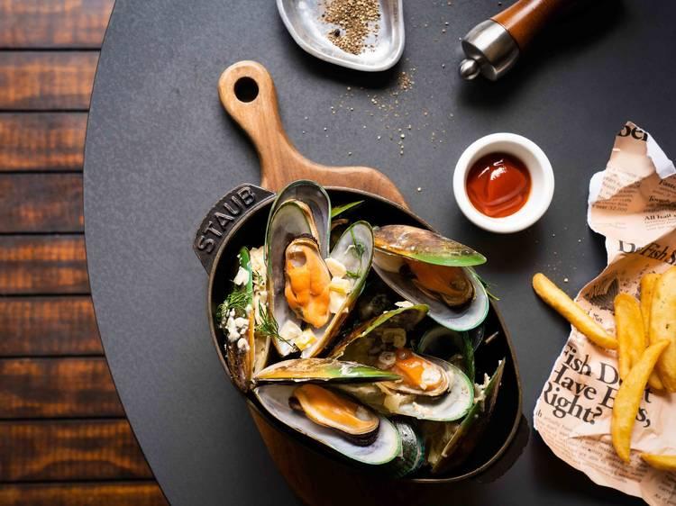 魚吧:低調池畔餐廳
