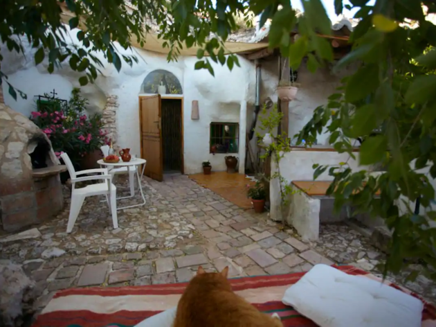 Airbnb, casas cueva, península