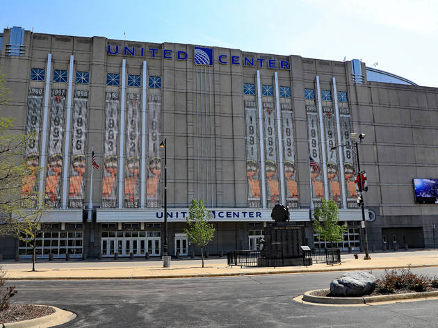 Chicago is turning the United Center into a mass vaccination site