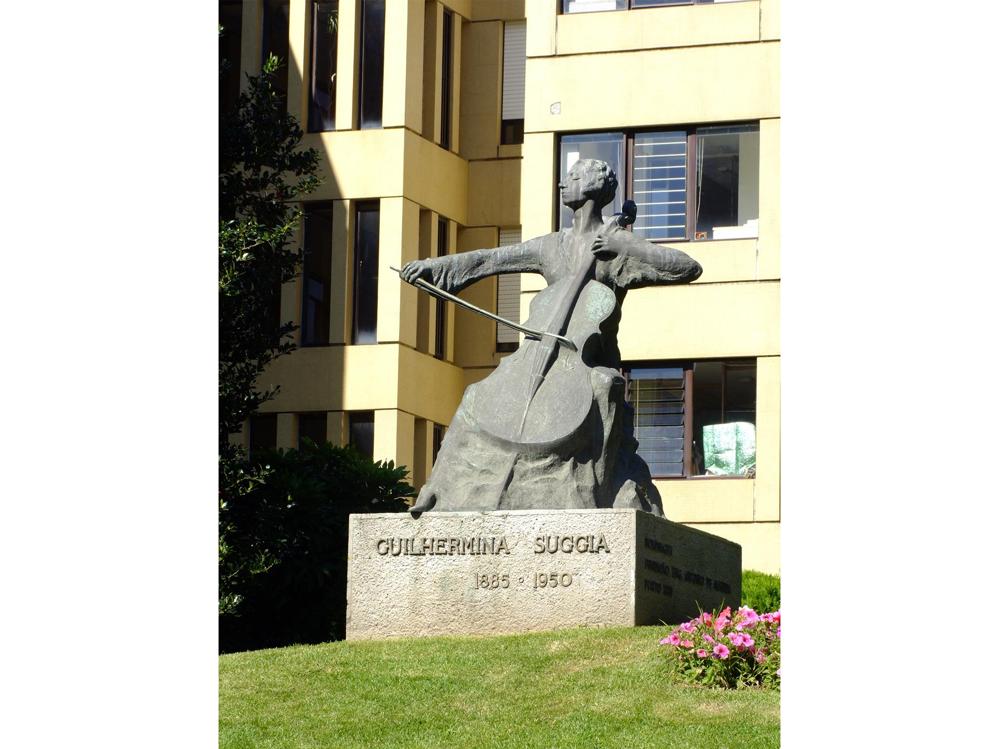 Estátua de Guilhermina Suggia