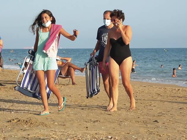 Mascarilla en la playa