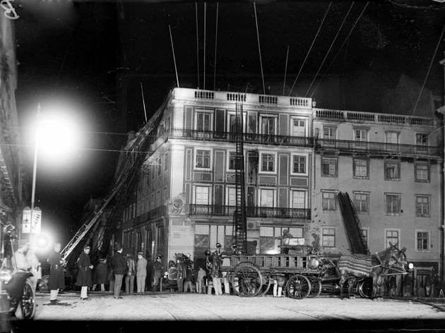 Pátio das Antigas, Lisboa Antiga, Armazéns Ramiro Leão e Cia, Incêndio