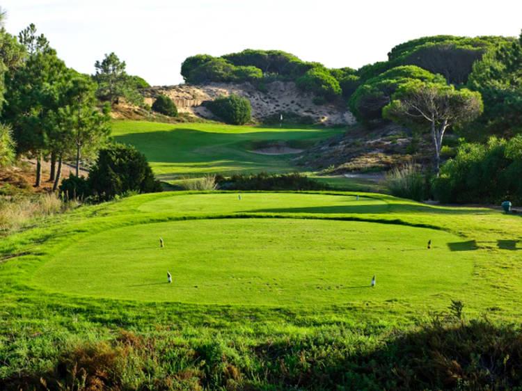 2. Existem três campos de golfe. Cada um deles com as suas características especiais