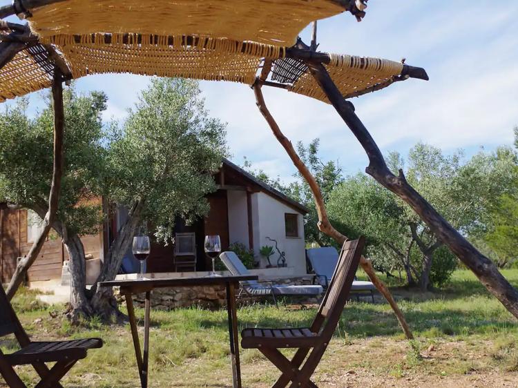 Una cabaña de madera en el Delta del Ebro