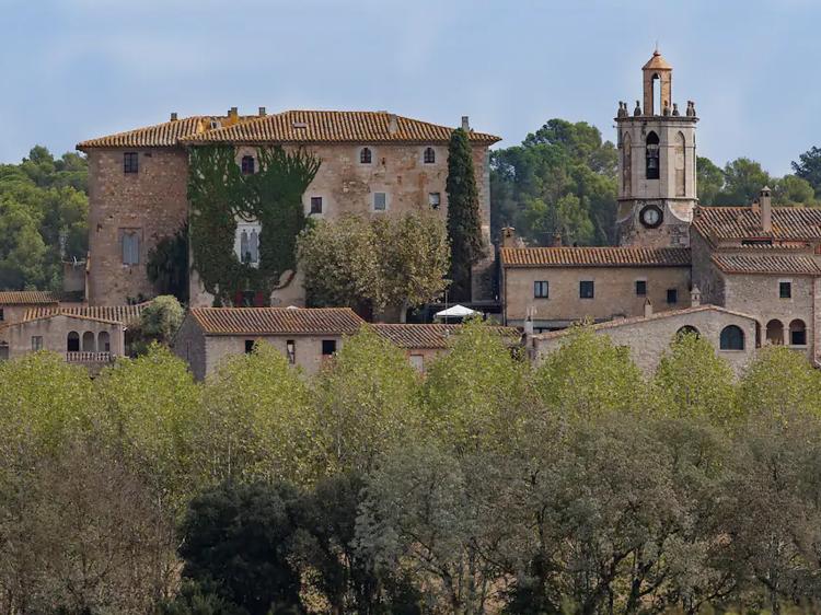 Castillo Gótico en Sant Morí, en el Alt Empordà