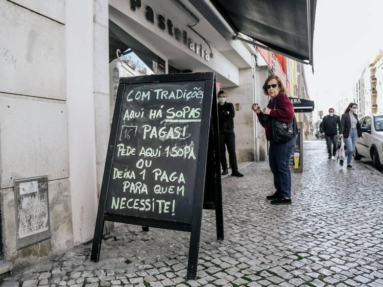 Lisboa à esplanada: o desconfinamento em imagens [Fotogaleria]