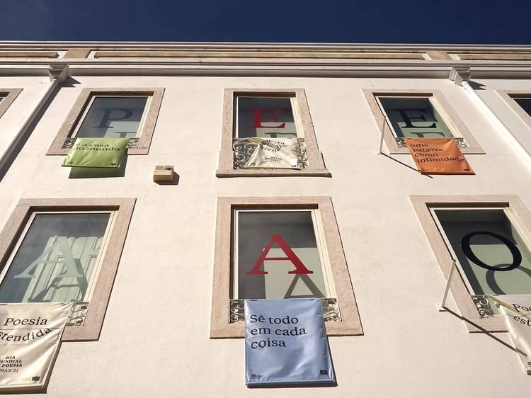 Versos à janela em Campo de Ourique