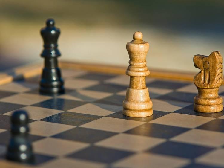 Limpe o pó ao tabuleiro de xadrez