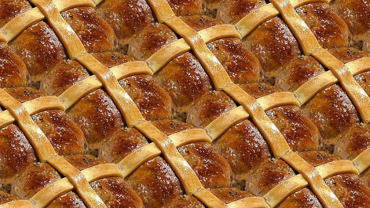 Hot cross buns at Q Le Baker