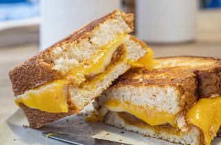 Sandwich tres quesos Dot