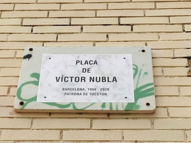 La plaça de John Lennon convertida en la de Víctor Nubla