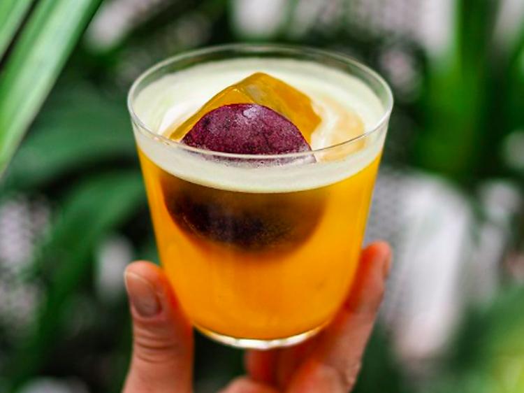 Le Pornstar martini au Calvado de Sara Moudoulaud (La Commune)