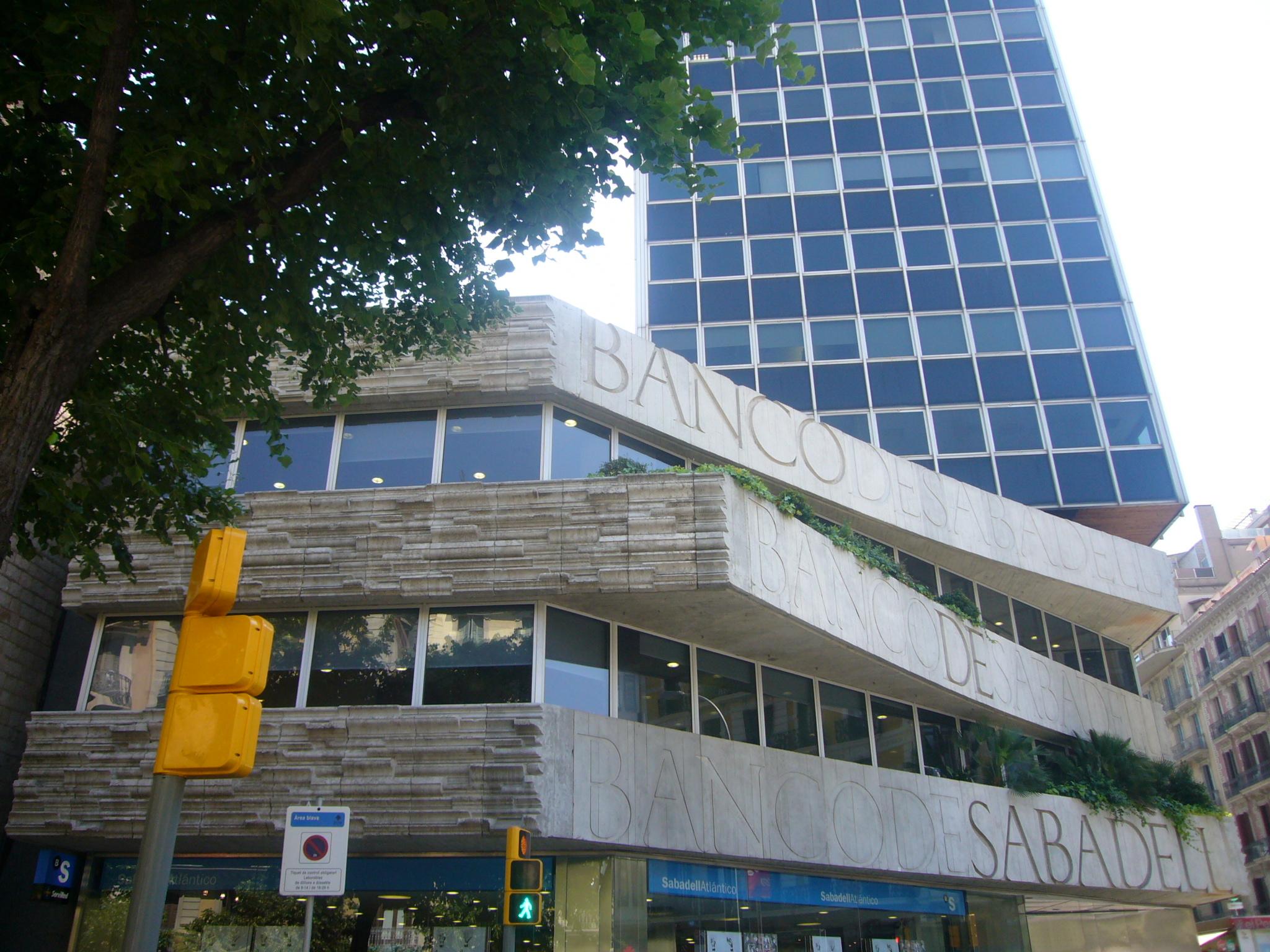 Banc de Sabadell, Subirachs