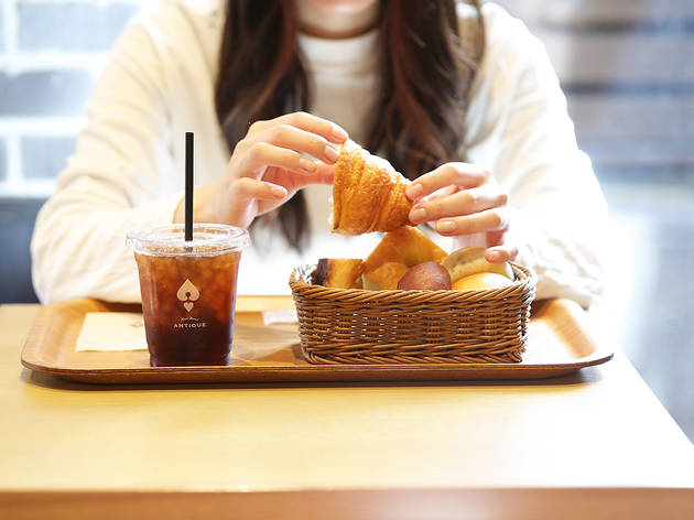 This bakery chain now offers all-you-can-eat bread for breakfast