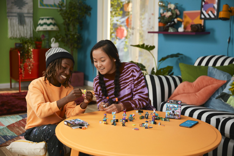 Nova aposta da LEGO alia realidade aumentada, música e mini-figuras