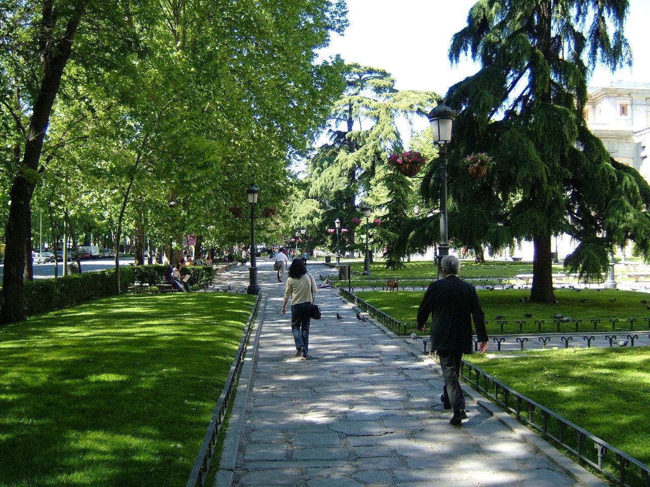 El Paseo del Prado se convierte en una pasarela de moda este domingo