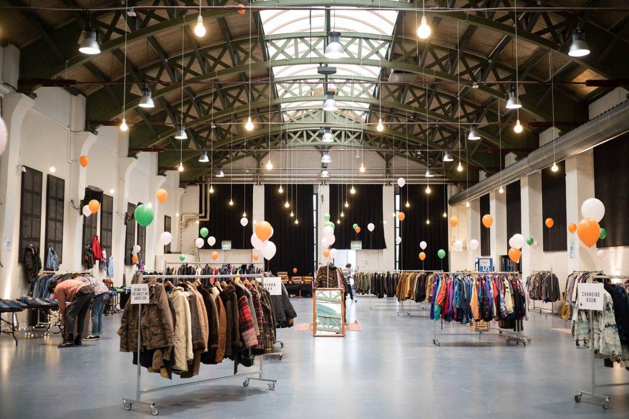 La mayor venta de ropa vintage por kilo de Europa llega a Madrid