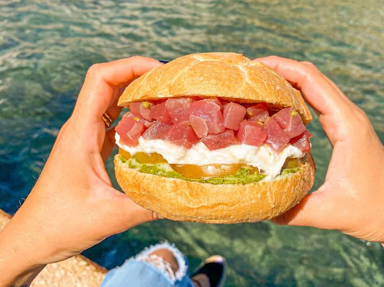 Panino con tartare di tonno from Pescaria   Polignano a Mare