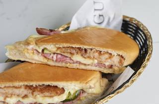 Pan con croqueta Sanguich de Miami