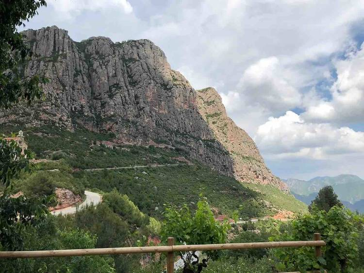Vistas a Montserrat desde Castellolí