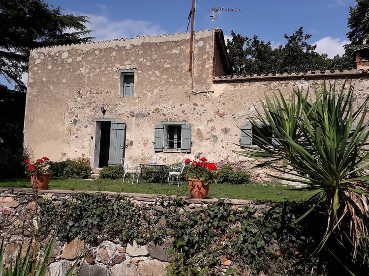 Fageda de Santa Fe desde una masia en el Montseny