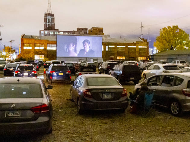 Where to find drive-in movie theaters near Chicago