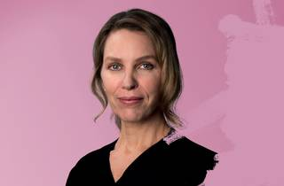 A close up of Lucy Bell in Honour, against a pink backdrop