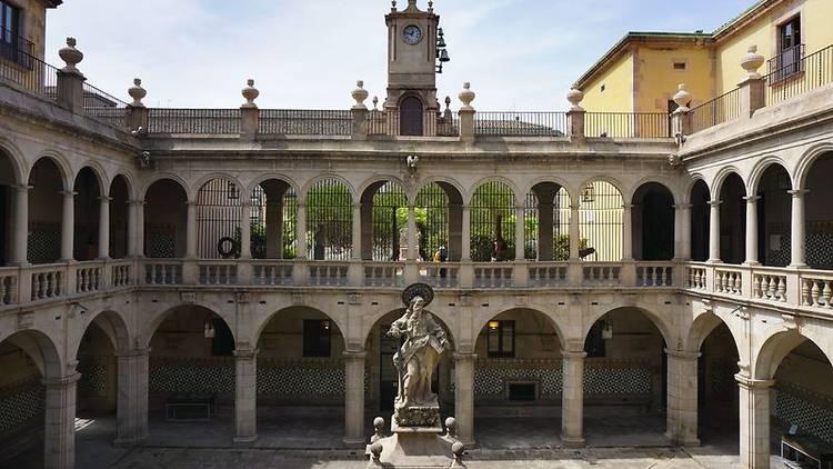 Casa de la Convalescència, seu de l'Institut d'Estudis Catalans