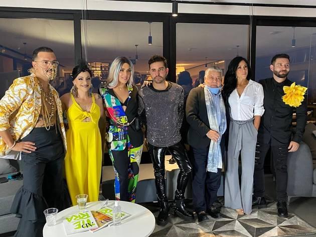 Inetgrantes de Iconic Drag Fashion Week en conferencia de prensa