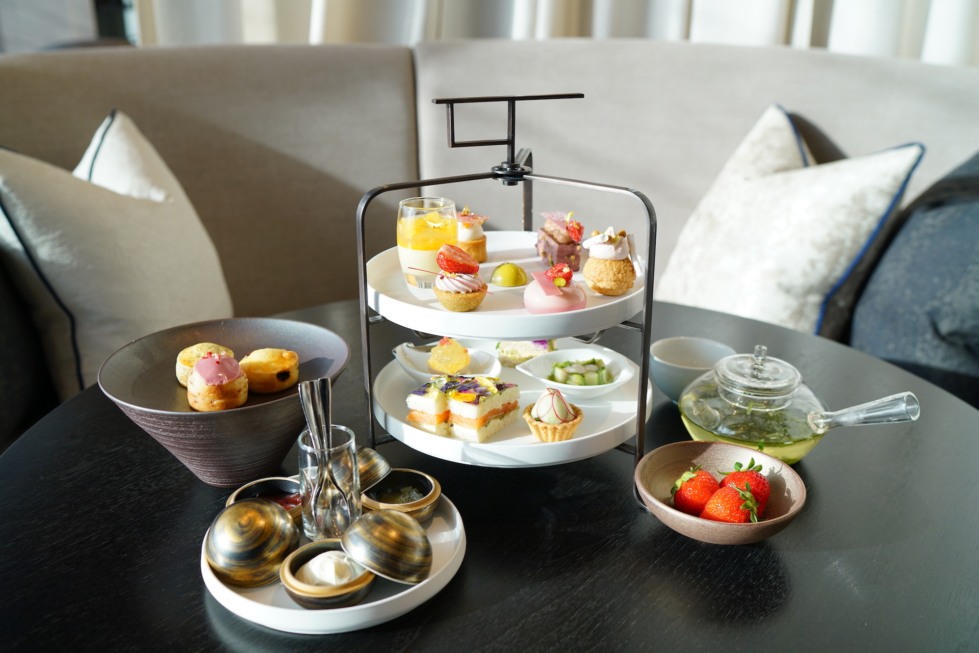 Four Seasons Otemachi afternoon tea
