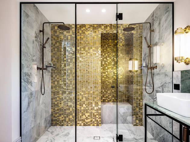 Suite bathroom Crystalbrook Albion